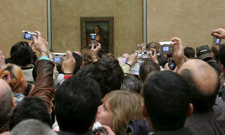 Crowds-around-the-Mona-Li-007