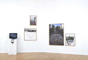 """Registros fotográficos y video de obra en la exhibición """"X, Diez"""" de Sector Reforma en el MURA, 2013-2014"""